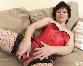 Cougar MILF wants to fuck a young cock