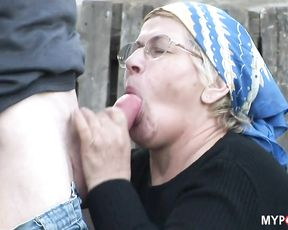 Grandpa hard fucked his GILF in the yard