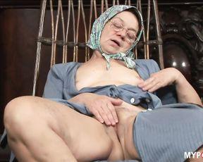 Rough face fucking of naughty granny