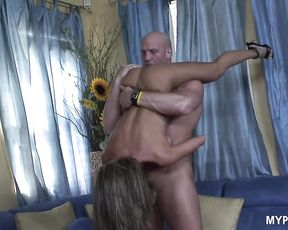 MILF Kristina Cross opens her mouth eagerly for a nice cumshot after hot sex