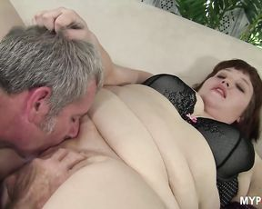 Chubby Cherie gets fresh cum on her face