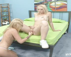 Hot lesbians fucking with the strapon